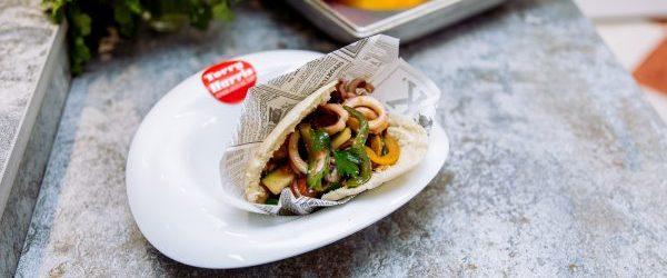 Bocadillo 2 de calamares con verduras y salsa de ostras - copia