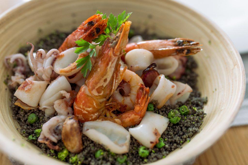 Cous cous con Preparado de mar Torry harris. Sepia, calamar y langostinos.
